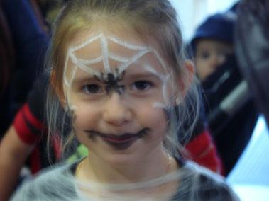 Dieser Spinnenfrau geht jeder ins Netz!