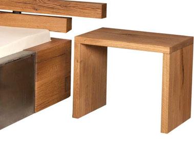 Nachttisch aus massiver Eiche passend zu Massivholzbett, Balkenbett und exklusives Holzbett