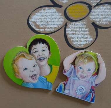 Magnetherz mit zwei Kinder-Porträts, Kinderporträt, Auftragsarbeiten. 14,5cm hoch.