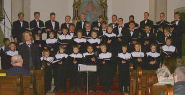 "Der Wiesbadener Knabenchor 2001 im Delkenheimer ""Ländchesdom"""