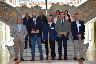 Marcos Ortuño y Víctor Manuel Martínez junto con representantes del Cabildo Superior de Cofradías Pasionarias.