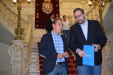 El portavoz del GPP, Víctor Martínez y Francisco Espejo , portavoz grupo municipal PP
