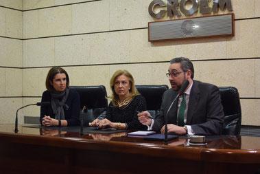 Víctor Martínez e Inmaculada González reunidos con la presidente de THADER Juana Pérez