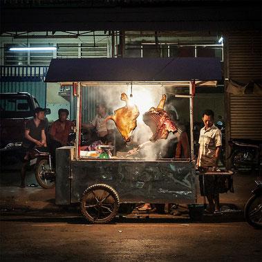 Puesto de comida en Banlung