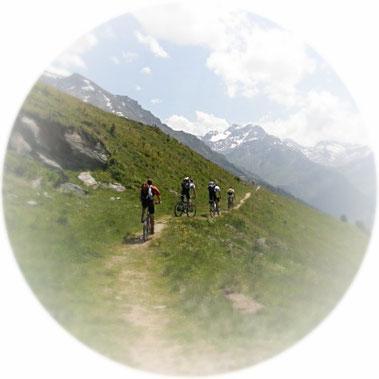 Mountainbike Touren, Rennrad-Road Touren, E-Mountainbike Touren und Skitouren mit Hüttenübernachtungen, Geführt über einen bzw. zwei- drei und auch mehrere Tage inkl. Frühstück und je nach Planung mit Vollverpflegung. Rauf auf den Berg, rein in die Hütte