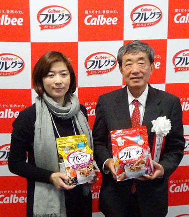 藤原事業部長(左)と松本会長