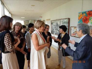 カナダからの介護関係国際交流使節団の案内、市内福祉施設にて。