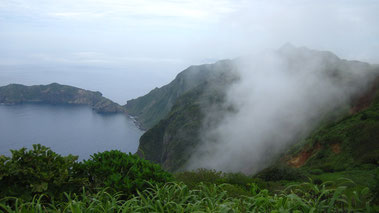 堺が岳から乳房山を望むと水蒸気多くを含む上昇気流が良く分かります