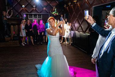Brautstraußwurf auf der Feier