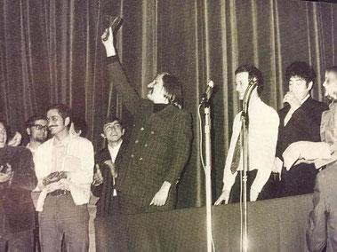 1968-contestazione giovanile al Festival: i giovani vogliono giustamente la parola. Al centro F. Buache (Ibidem)