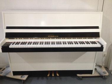Piano relooké noir et blanc
