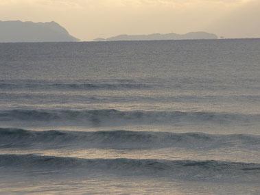 夕方気温が下がって海から湯気が~~ けあらしとかなんとかでしたよね。