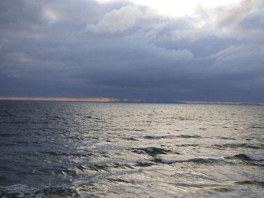 午後から風が北寄りに代わり少し波が出てきました。明日はどうかな??週中ぐらいガッツリ来そうですね!