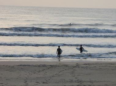 しかし波はセットつながり気味でサイズアップしてました。