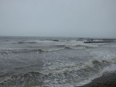 今日は海を見て左→右へのストロングカレントでした。                みなさんこの時期カレントに注意して海に入りましょう。