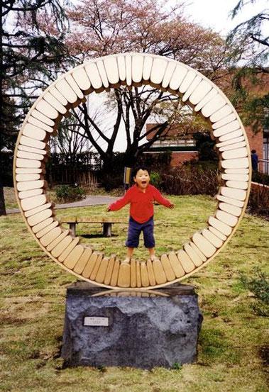 <Circle - No.03> /  1993  /  bronze (ブロンズ)  /  H.300x225x120cm   福生環境彫刻コンクール [最優秀賞]  / 福生中央公園