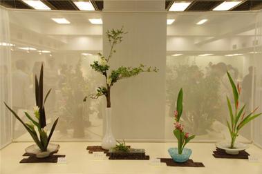 真夏の花をいける 横浜高島屋