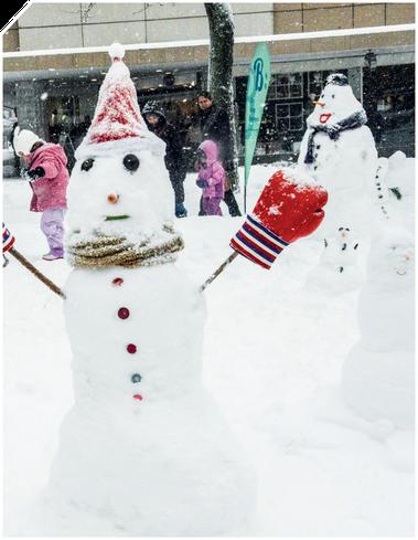 Der Schneemann-Contest ist ein Event für jun ung alt.