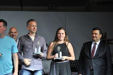 Platz 9-12 im Main Event: Links Maik Stiebler aus Gifhorn, in der Mitte Josefin Bichler aus Leimen