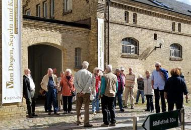 """,,Von Degen, Segeln und Kanonen"""": Die Krinkberg-Mitglieder auf dem Weg zur Ausstellung in Schloss Gottorf."""
