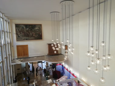 Les décors du film: l'hôtel de ville Römer et son entrée majesteuse