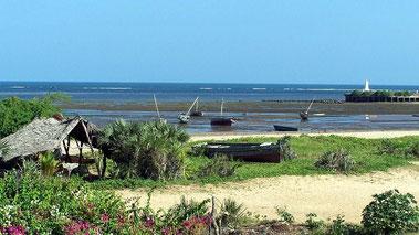 Porto di Malindi. Sullo sfondo il Pillar di Vasco da Gama