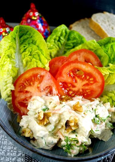 Hähnchensalat mit Nüssen und Sellerie