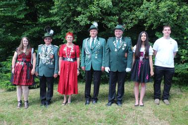 Die Majestäten von links nach rechts:  Laura-Jane Gewehr, Rainer Müller, Maria Schumacher, Juriy Ulitin, Arne Langer, Thea Becker, Marvin Rose