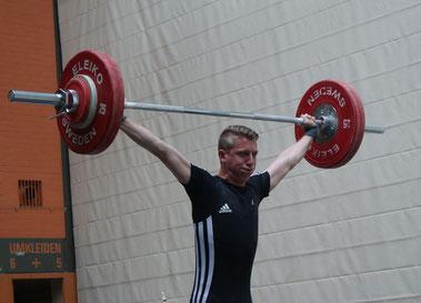 Hendrik Schmitt mit 90 kg im Reißen