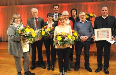Foto: Stadt Neumarkt. Freiwilligen Agentur Neumarkt sucht Stille Helden. Auf dem Foto die Preisträger von 2017.
