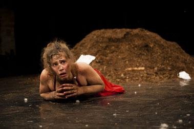 Anja Kunzmann / Armada Theater / dann weißt du was dir gehört