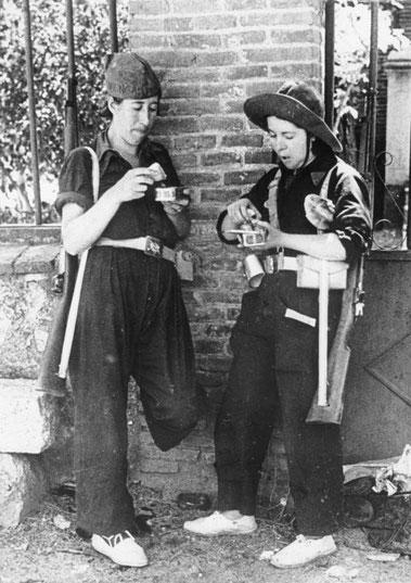 Milizionärinnen während einer Kampfpause 1936, Foto: Bundesarchiv, Bild 146-1968-048-15 / CC-BY-SA 3.0