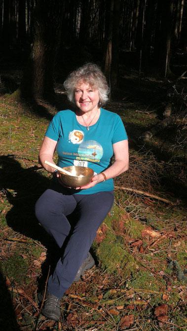 Ganzheitliche Gesundheitsvorsorge mit Qigong im Wald. Qigong in der Natur, Meditation im Wald, Einzelstunden im Wald.