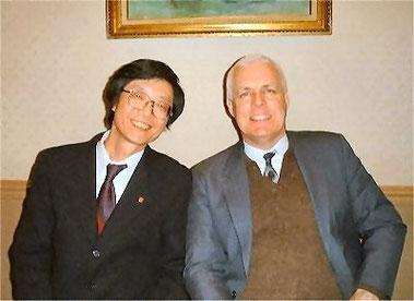 2002.02.10 LL Speech Contest 全国大会終了後、審査員のライト教授と意気投合:at New Otani