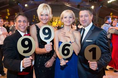 Auch die Juroren Joachim Llambi, Andrea Kathrin Loewig, Heike Drechsler und Thorsten Wolf (von rechts) haben jede Menge Spaß