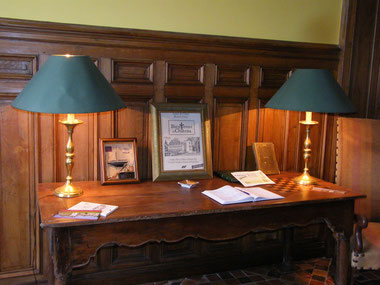 Table in the hall with guestbook