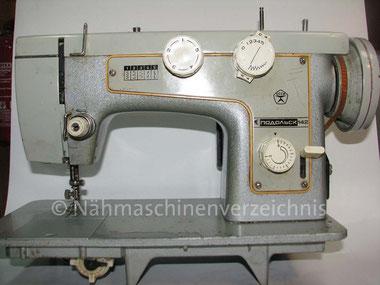 Podolsk 142, Nutzstichautomatik-Zickzack-Maschine mit Anbaumotor, Hersteller: Nähmaschinenwerke Podolsk, Russland (Bilder: H. Demmer)