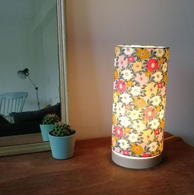 Lampe à poser socle en bois de hêtre Camille en tissu enduit