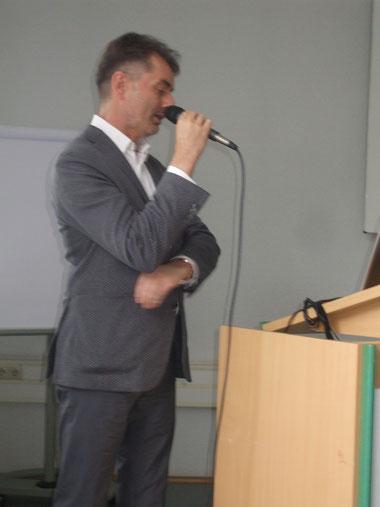 Der neue ltd. Arzt der Neurologie im Philippustsift, Essen Borbeck, Herr Priv.-Doz. Dr.  med. O. Kastrup, Vortrag : Behandlung einer PNP