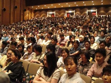 千葉市民会館大ホール葵舞踊振興協会百華撰の客席の様子