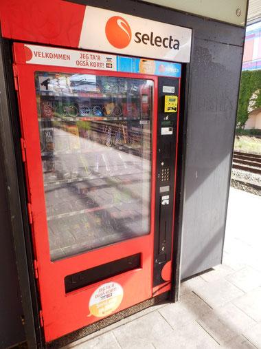 駅の自販機でもカード使用可