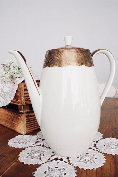 vintage Kaffeekanne Teekanne antik Porzellan creme gold Hochzeit Geburtstag Geschirr verleih mieten tischleihendeckdich Tischlein deck dich