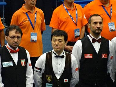 久しぶりのワールドカップ出場となった梅田竜二(中央)とサエギナール(右)