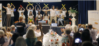 Percussion-Show Diesterweg-Kinder der 2. Generation (Foto: Georg-Foto Offenbach)