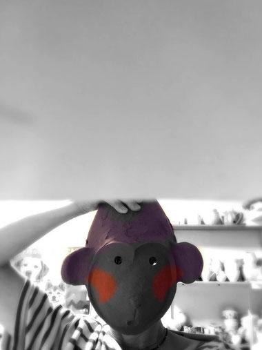 #0524 鼻の下を伸ばしているサルは知っている(着色・焼成前) ※色は写真加工