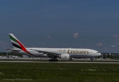 Emirates A6-EWC Boeing 777-200LR