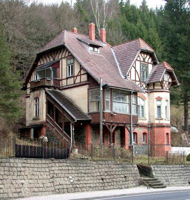 Villa des Direktors der Harzer Werke im Kreuztal unterhalb der Bahnbrücke