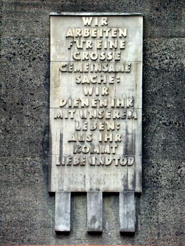 Gewichtige Worte zum Bau der Rappbodetalsperre, in Beton gegossen
