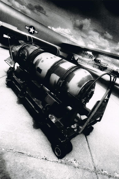 B-52 and Mk 39 Thermonuclear bomb, New Mexico, USA.