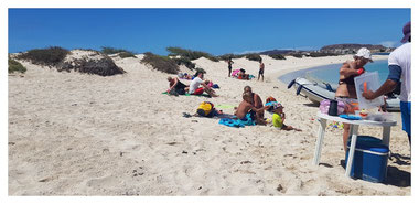 Beach BBQ am Strand von Djeu vor Boa Vista auf der Fish, Chill & Grill Tour mit Boa Vista Tours